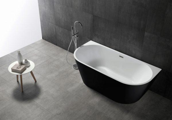 Акриловая ванна Abber AB9216-1.7B 170х80 без гидромассажа в интерьере.