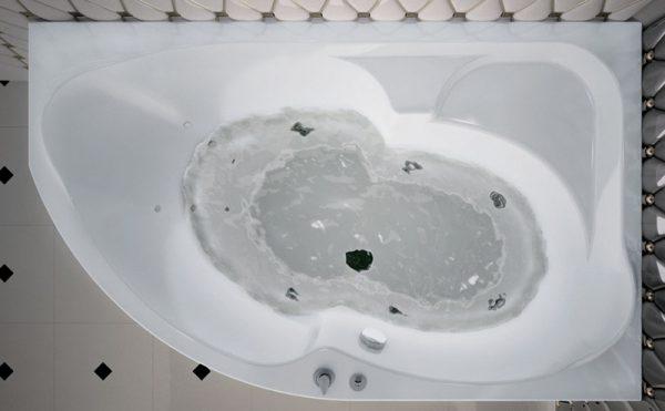 Акриловая ванна Aquanet Allento 170х100 без гидромассажа L в интерьере.