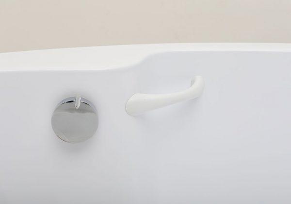 Акриловая ванна Aquanet Capri 160х100 без гидромассажа L в ванной комнате.