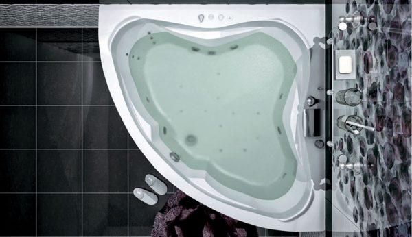 Акриловая ванна Aquanet Flores 150х150 без гидромассажа в интерьере.