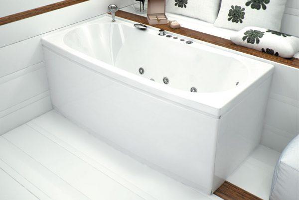 Акриловая ванна Aquanet Izabella 160х75 без гидромассажа в интерьере.