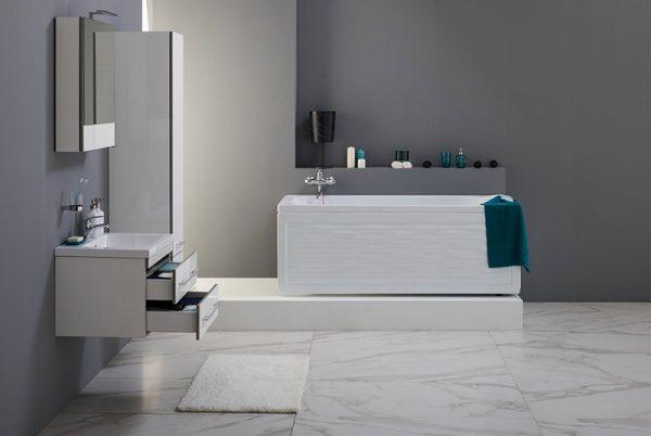 Акриловая ванна Aquanet Nord 160х70 без гидромассажа в ванной комнате.