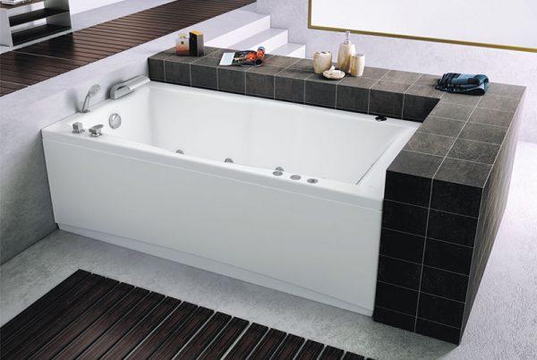 Акриловая ванна Aquanet Vega 190х100 без гидромассажа в интерьере.